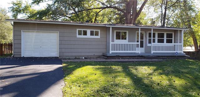 8025 Northrup Avenue, Kansas City, KS 66112 (#2134915) :: Edie Waters Network