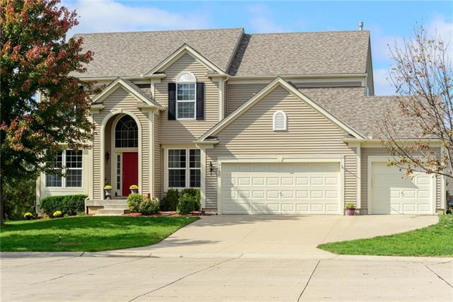 9430 Sunray Drive, Lenexa, KS 66227 (#2134933) :: Char MacCallum Real Estate Group
