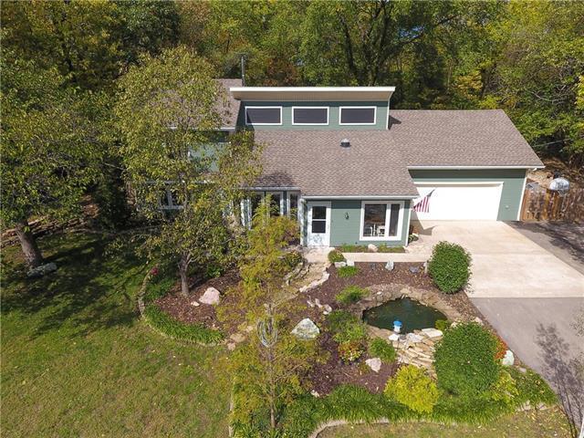 19250 W 87 Lane, Lenexa, KS 66220 (#2134953) :: Team Real Estate