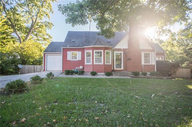 7427 Walmer Street, Overland Park, KS 66204 (#2135112) :: Team Real Estate