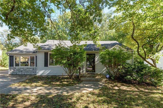 7709 Robinson Street, Overland Park, KS 66204 (#2135118) :: Team Real Estate