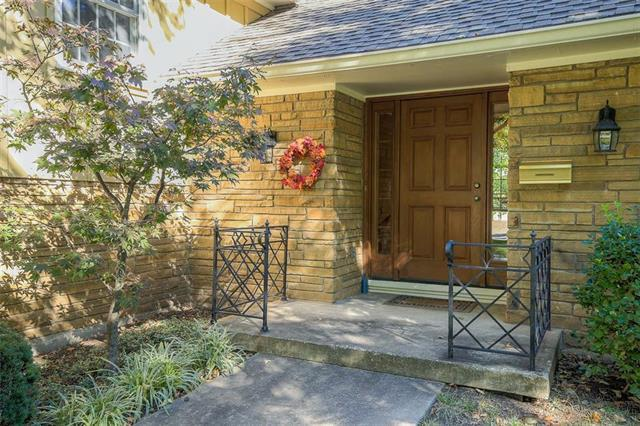 9811 Ensley Lane, Leawood, KS 66206 (#2135133) :: Edie Waters Network