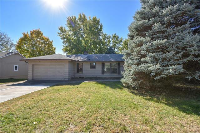 12905 E 39th Street, Independence, MO 64055 (#2135151) :: Edie Waters Network