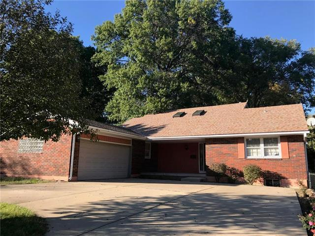 13002 E 39th Street, Independence, MO 64055 (#2135167) :: Team Real Estate