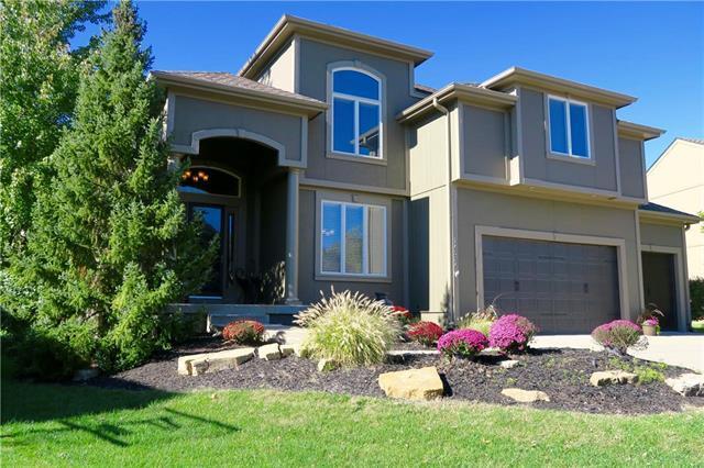 14324 Ballentine Street, Overland Park, KS 66221 (#2135220) :: Team Real Estate