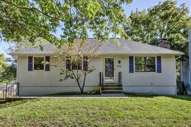 712 SW 24th Street, Blue Springs, MO 64015 (#2135267) :: Team Real Estate