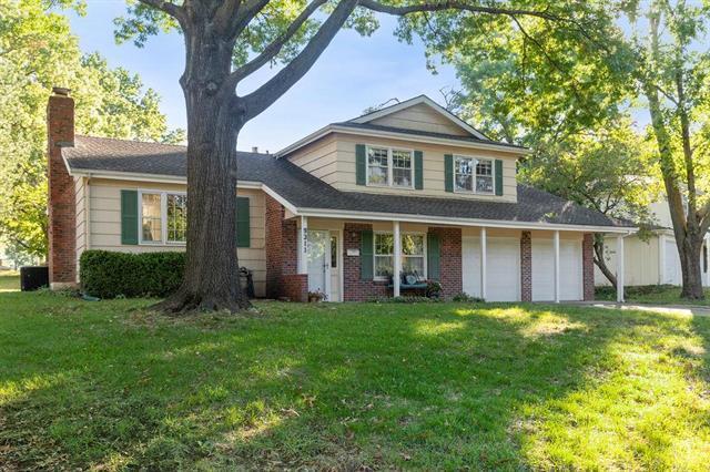 9311 Kessler Lane, Overland Park, KS 66212 (#2135275) :: Edie Waters Network