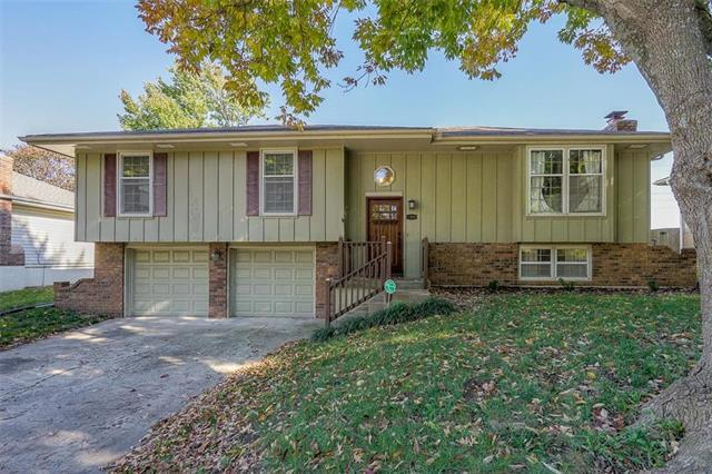 1300 SE Piccadilly Street, Blue Springs, MO 64014 (#2135304) :: Team Real Estate