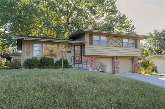 9235 Antioch Road, Overland Park, KS 66212 (#2135323) :: Edie Waters Network