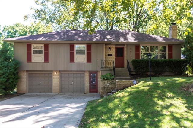 9615 W 92nd Terrace, Overland Park, KS 66212 (#2135334) :: Edie Waters Network
