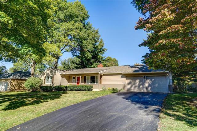 1000 W 96th Terrace, Kansas City, MO 64114 (#2135378) :: NestWork Homes