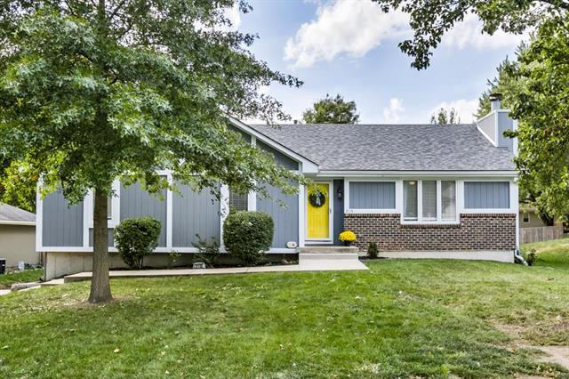 2115 NW 8th Street, Blue Springs, MO 64015 (#2135484) :: Team Real Estate