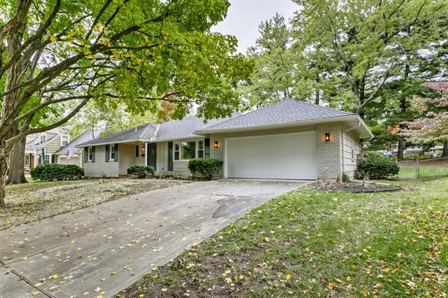 4911 W 81st Street, Prairie Village, KS 66208 (#2135494) :: Team Real Estate