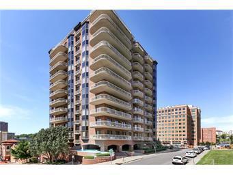 411 W 46th Terrace #401, Kansas City, MO 64112 (#2135550) :: Edie Waters Network