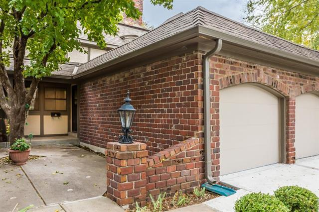 10213 Foster Street, Overland Park, KS 66212 (#2135702) :: Edie Waters Network