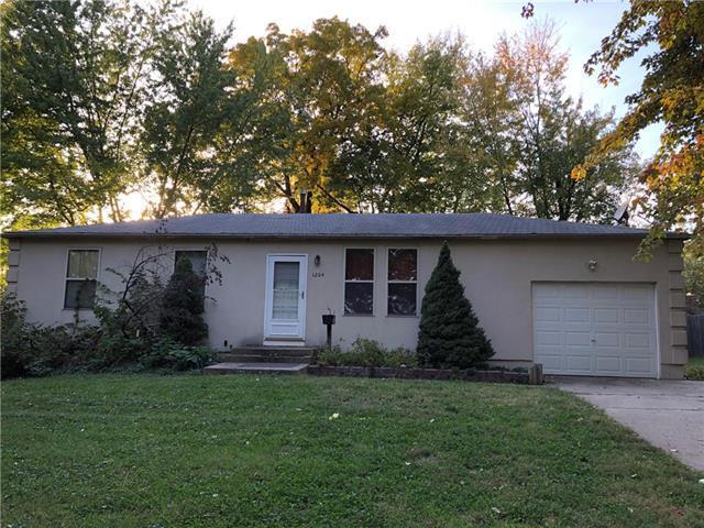1204 N Vista Drive, Independence, MO 64056 (#2135894) :: Edie Waters Network