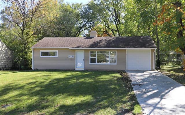 11203 Oakland Avenue, Kansas City, MO 64134 (#2135921) :: Edie Waters Network