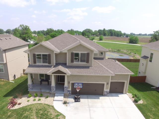 12506 S Fox Den Drive, Lee's Summit, MO 64086 (#2136162) :: Edie Waters Network