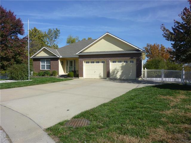 301 SW Horseplay Drive, Oak Grove, MO 64075 (#2136178) :: Edie Waters Network