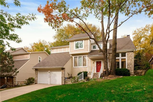 13706 W 75TH Place, Lenexa, KS 66216 (#2136187) :: Edie Waters Network