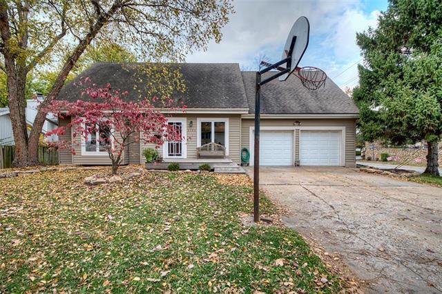 4704 El Monte Street, Roeland Park, KS 66205 (#2136224) :: Char MacCallum Real Estate Group
