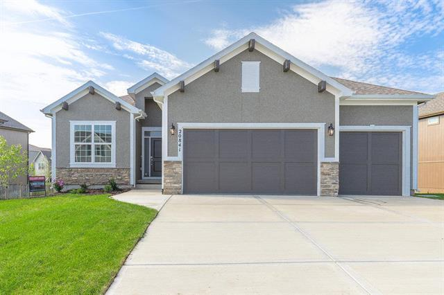 20841 W 115th Terrace, Olathe, KS 66061 (#2136298) :: The Shannon Lyon Group - ReeceNichols