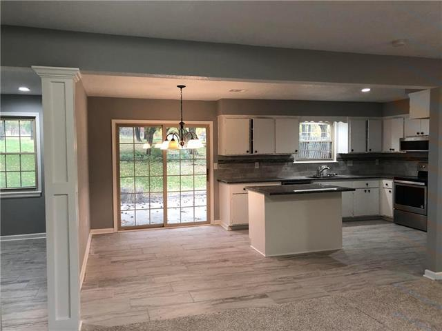 18996 Lowell Avenue, Stilwell, KS 66085 (#2136388) :: Char MacCallum Real Estate Group