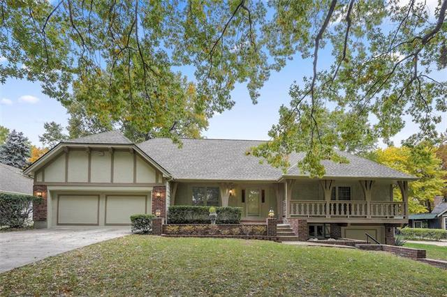 12752 Overbrook Road, Leawood, KS 66209 (#2136410) :: Eric Craig Real Estate Team