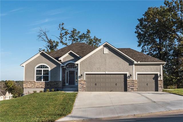 2612 SE Creek Ridge Court, Blue Springs, MO 64014 (#2136463) :: Edie Waters Network