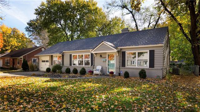 2227 W 78 Street, Prairie Village, KS 66208 (#2136528) :: The Shannon Lyon Group - ReeceNichols