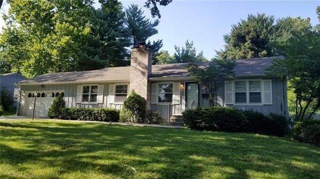 2908 W 94TH Terrace, Leawood, KS 66206 (#2136535) :: Edie Waters Network
