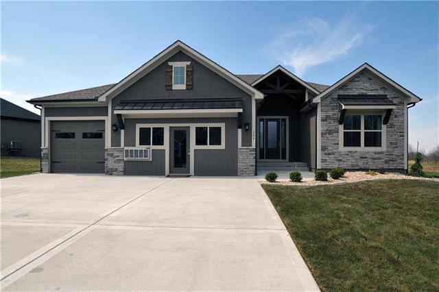 11602 Heritage Drive, Peculiar, MO 64078 (#2136567) :: Char MacCallum Real Estate Group