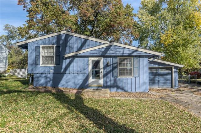 5226 NE 44 Street, Kansas City, MO 64117 (#2136748) :: Edie Waters Network