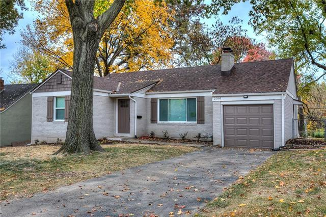 2501 W 75th Place, Prairie Village, KS 66208 (#2136752) :: The Gunselman Team