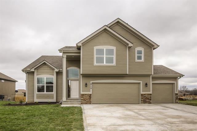 910 Kodiak Street, Raymore, MO 64083 (#2136892) :: The Shannon Lyon Group - ReeceNichols