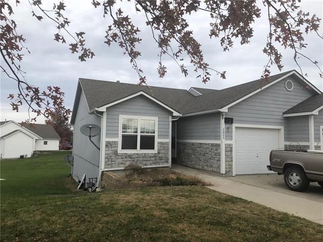 2025 Brook Ridge Court, Tonganoxie, KS 66086 (#2136899) :: No Borders Real Estate