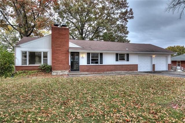 6303 N Grand Avenue, Gladstone, MO 64118 (#2136942) :: Kansas City Homes