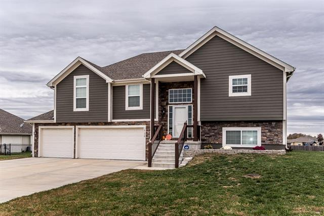 14178 Chateau Lane, Basehor, KS 66007 (#2136950) :: Edie Waters Network
