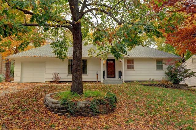13208 Ashland Avenue, Grandview, MO 64030 (#2137213) :: Edie Waters Network