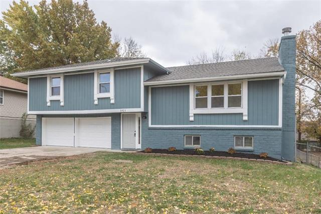 1421 NW 64th Terrace, Kansas City, MO 64118 (#2137414) :: Edie Waters Network