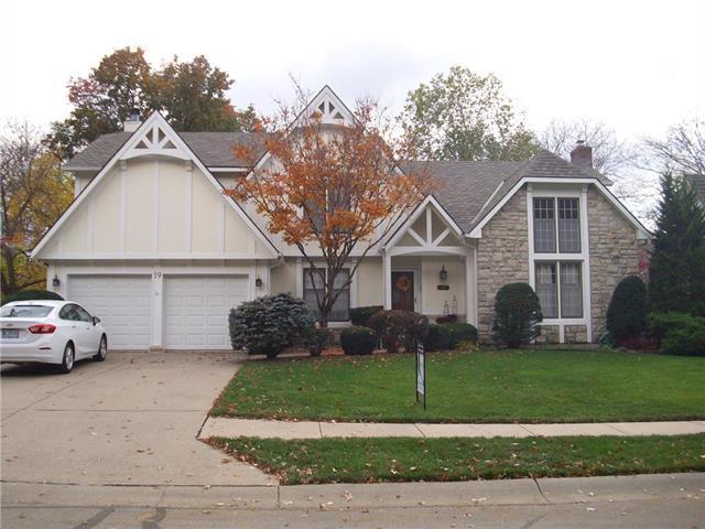 19 NE Bayview Drive, Lee's Summit, MO 64064 (#2137560) :: No Borders Real Estate