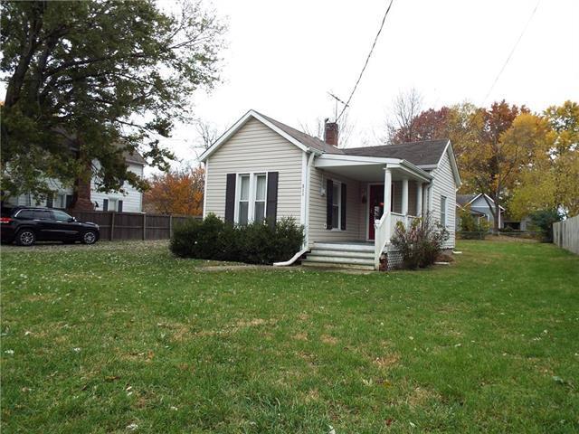 311 E Nichols Street, Spring Hill, KS 66083 (#2137621) :: Char MacCallum Real Estate Group
