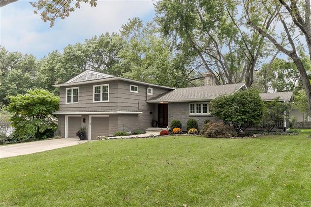 9730 Manor Road, Leawood, KS 66206 (#2137644) :: Edie Waters Network