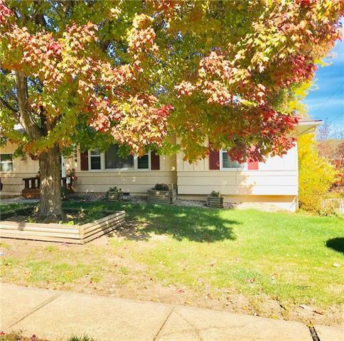 8954 E 83rd Terrace, Raytown, MO 64138 (#2137698) :: No Borders Real Estate