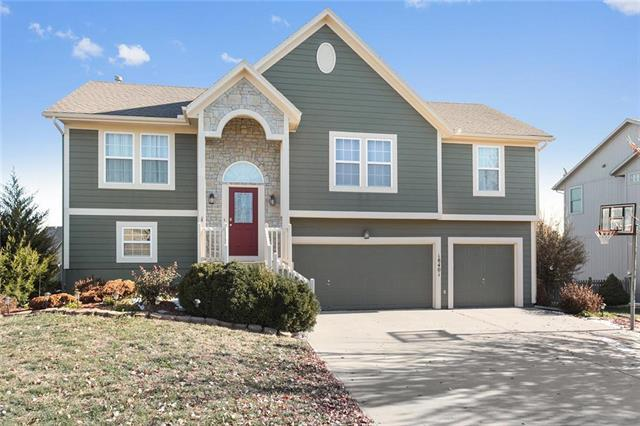 18401 Butternut Street, Gardner, KS 66030 (#2137719) :: Char MacCallum Real Estate Group