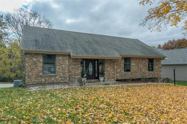 10203 NW 67TH Street, Parkville, MO 64152 (#2137777) :: Edie Waters Network