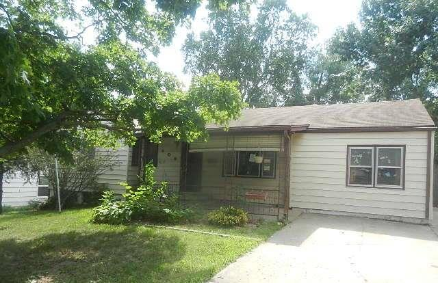 605 W Colonel Drive, Independence, MO 64050 (#2137918) :: Edie Waters Network