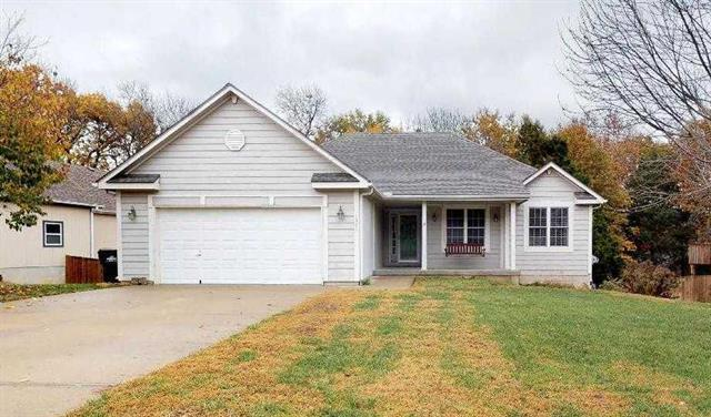 1521 S 105TH Street, Edwardsville, KS 66111 (#2138056) :: No Borders Real Estate