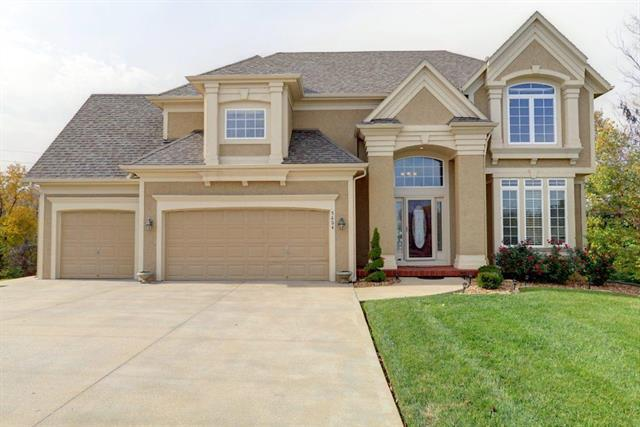5604 NE Holiday Drive, Lee's Summit, MO 64064 (#2138077) :: House of Couse Group