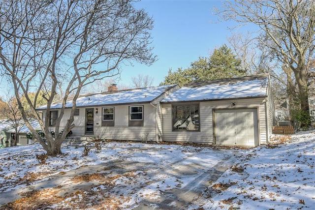 4916 W 78th Place, Prairie Village, KS 66208 (#2138082) :: Char MacCallum Real Estate Group